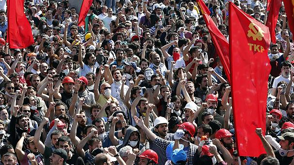 606x341_226716_las-calles-de-turquia-siguen-ardiendo