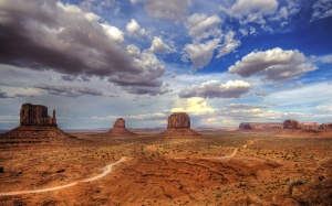 monument-valley-colorado-plateau-utah-usa-butte-panorama-clouds-nature