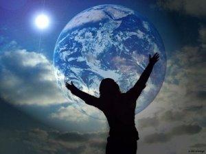 abrazando-el-mundo-o-la-luna1